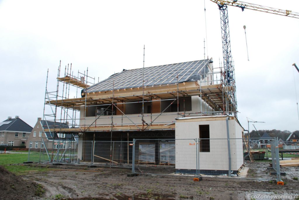 Foto geraamte van het huis incl dak