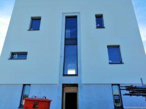 Vooraanzicht huis - zonder steiger en steenstrips