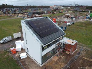 Huis met nieuwe zonnepanelen