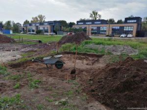 uitgegraven rechthoek in tuin