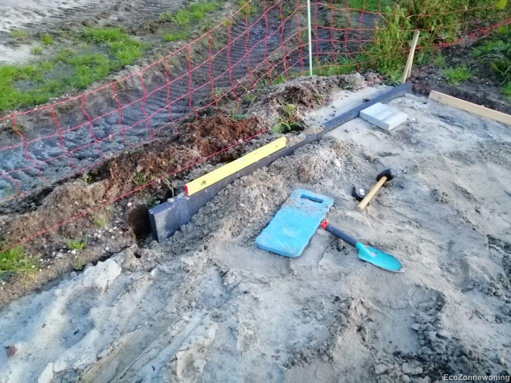 Eerste opsluitbanden van het terras