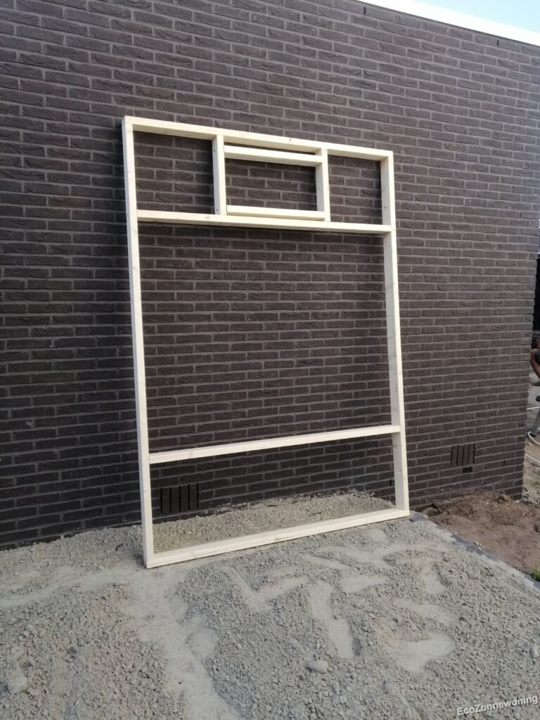Frame gereed staand tegen muur