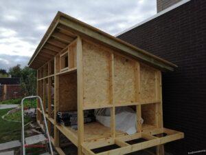 Dak met planken ombouw