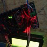 Hardware Arduino aan de muur van de meterkast